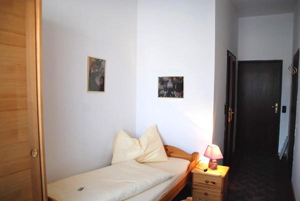 1 bett hotelzimmer nr 303 schwerterbr u judenburg. Black Bedroom Furniture Sets. Home Design Ideas