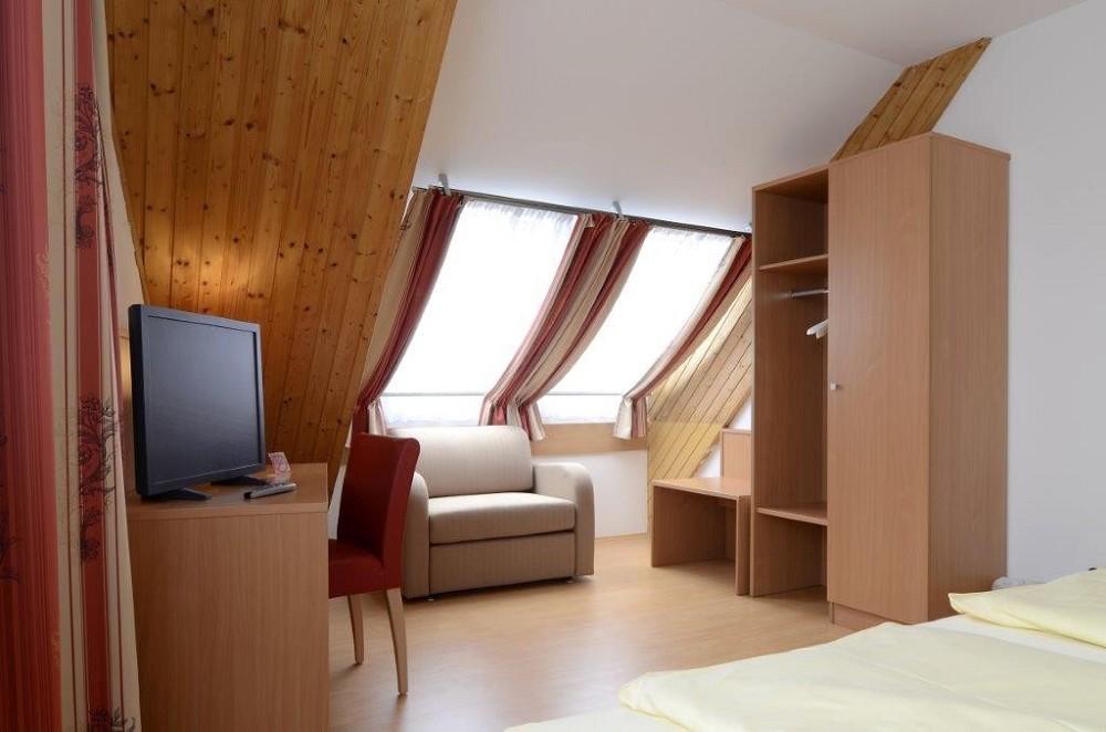 2 bett hotelzimmer nr 402 schwerterbr u judenburg. Black Bedroom Furniture Sets. Home Design Ideas
